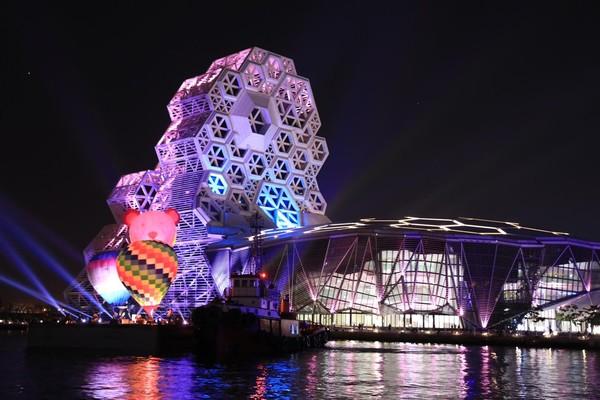 絕美試燈曝光!2022臺灣燈會在高雄 夜景配熱氣球網友超期待