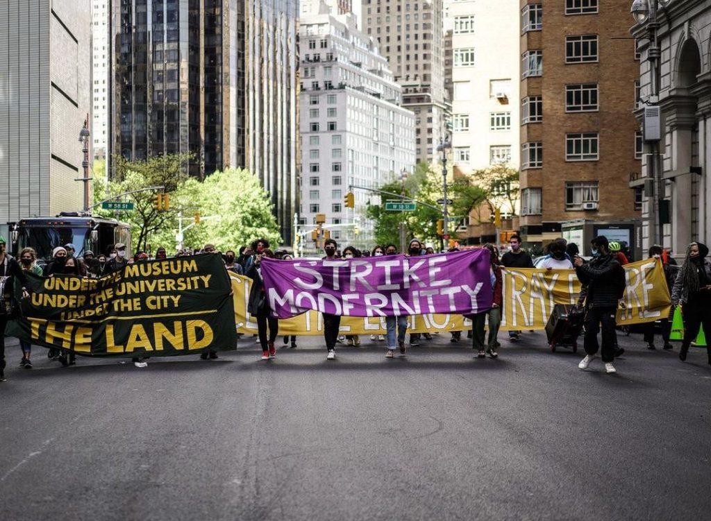 激進分子的計劃使MoMA內部開展反對有毒慈善事業的遊行因暴力衝突而告終