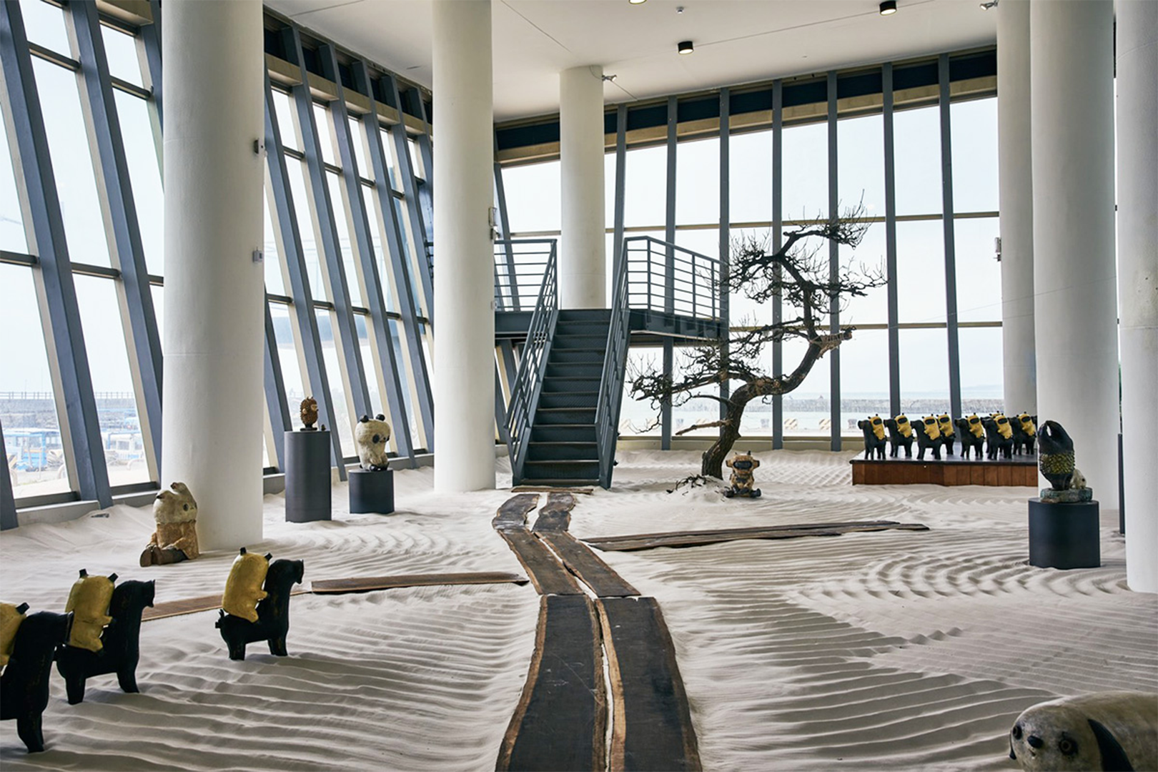 看海美術館《春江獸月夜》- 台灣藝術家阿咧打造14公尺怪獸氣球|0727 – 0905