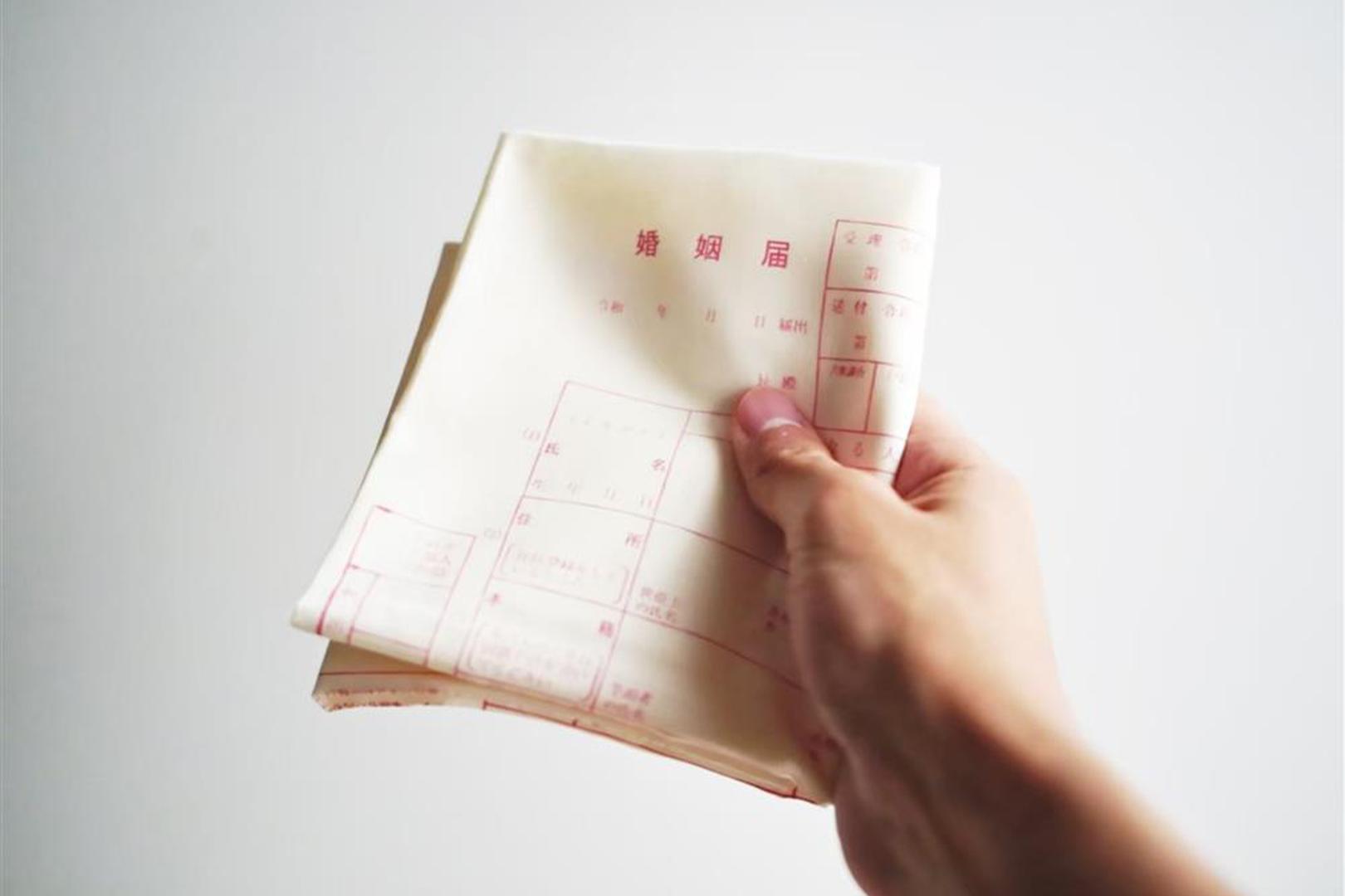 日本推特「結婚申請書手帕」話題設計!將求婚結合撿手帕浪漫情節的創意發想